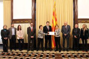 """El Parlament de Catalunya rep el diploma de """"Parlament saludable"""" per la seva tasca en la promoció de la salut al lloc de feina"""