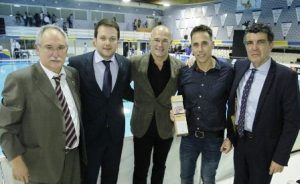 El CN Atlètic-Barceloneta homenatja David Martin durant el plàcid debut a la Champions League de waterpolo