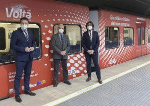 La Volta Ciclista a Catalunya i Ferrocarrils de la Generalitat presenten el tren de la línia del Vallès amb la imatge de la cursa amb motiu de l'edició número 100