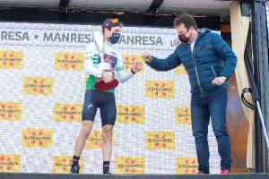 L'alemany de 24 anys Lennard Kämna es corona guanyador a Manresa de la cinquena etapa de la Volta Ciclista a Catalunya després d'una gran escapada